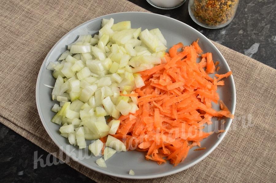лук и морковь нашинкованные