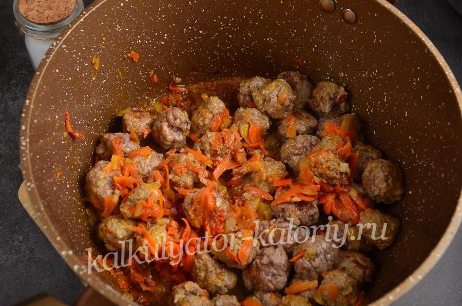 Фрикадельки с картошкой – кулинарное произведение. Лучшие рецепты фрикаделек с картошкой: с томатом, овощами, сыром, сметаной